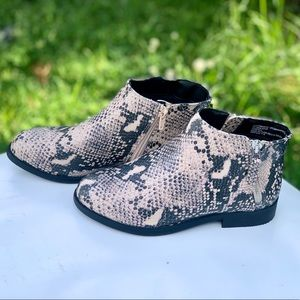 Time And Tru Ladies Two Zip Boots Snake Printed